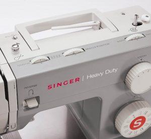 Singer 4411 Heavy Duty canillero