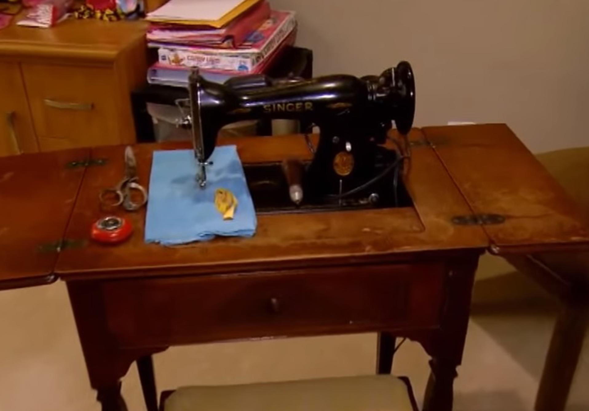 30 millones de dólares debajo de la máquina de coser
