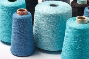 bobinas e hilo para coser